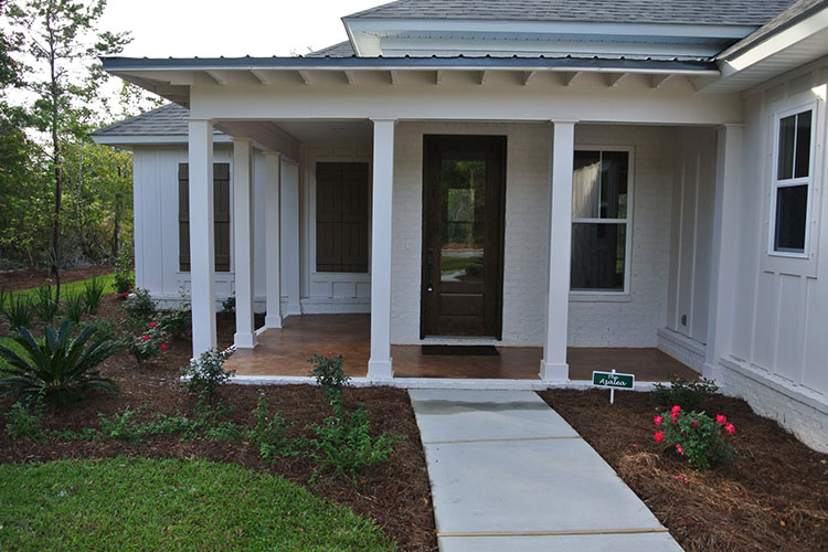 Alliant home with a craftsman front porch